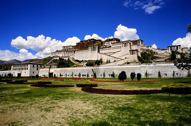 焚香圣火中许诺信仰虔诚——西藏新年11日活动