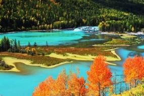 新疆哈纳斯湖